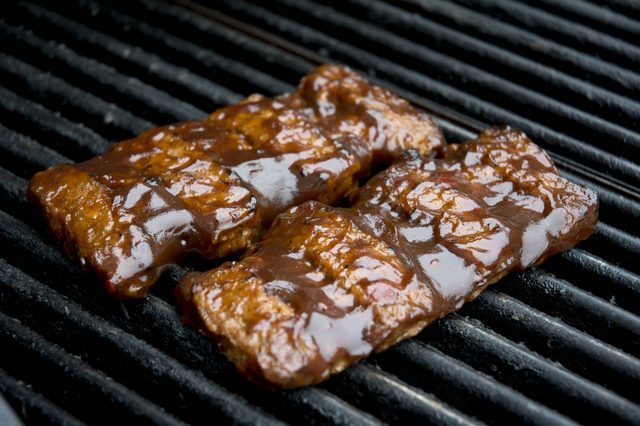 How to Reheat Ribs Using a Grill