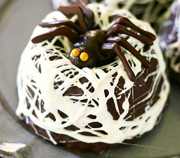 Chocolate-Spider-Nest-Bundt-Cakes