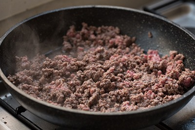 cooked-ground-beef-in-a-pan